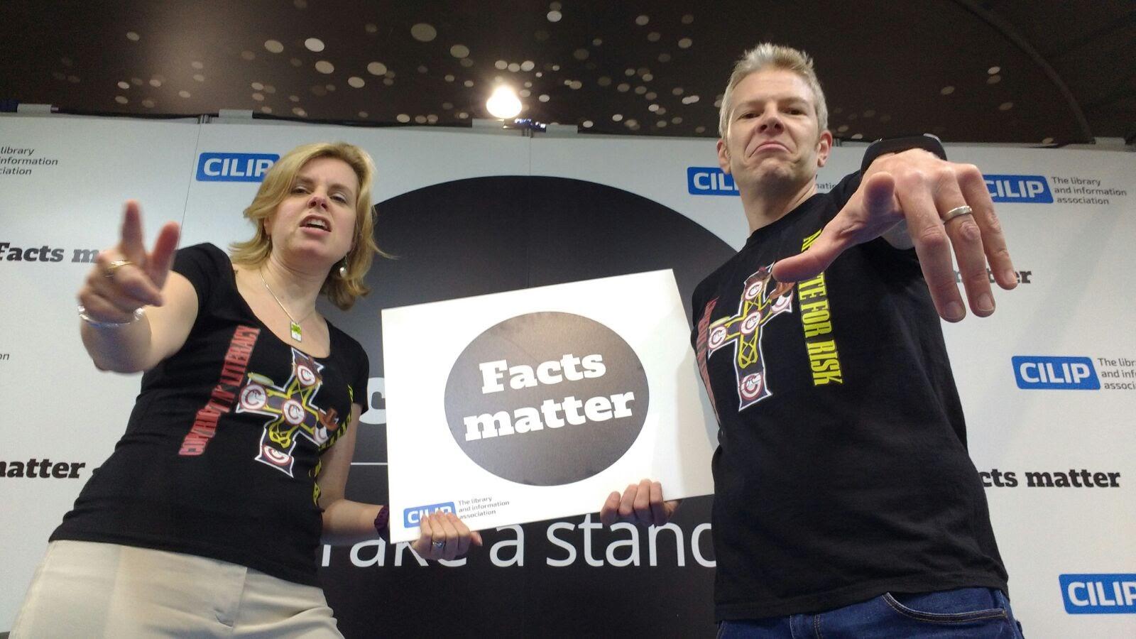 Jane Secker and ILG member Chris Morrison strike a pose for #FactsMatter